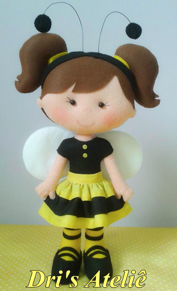 Boneca abelha em feltro